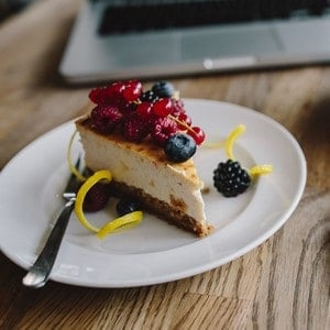 cheesecake and berries