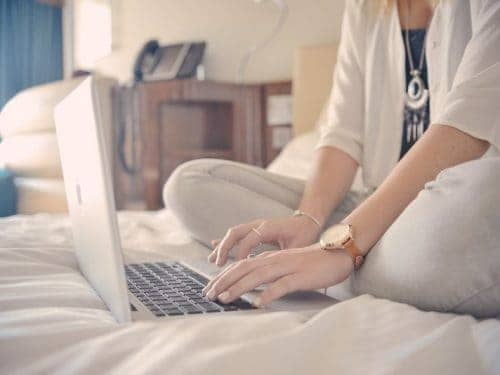 laptop-bed-bedroom