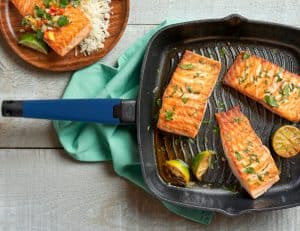 Grill Pan lifestyle - royal blue handle