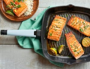 Grill Pan lifestyle - sky blue handle